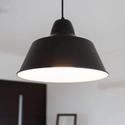 照明器具の種類や交換に必要な資格の有無、使い続けるリスクについてサムネイル